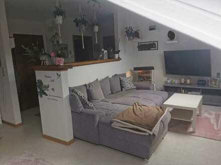 Schöne und gepflegte 2-Zimmer Dachgeschosswohnung mit Einbauküche in Kleinrinderfeld