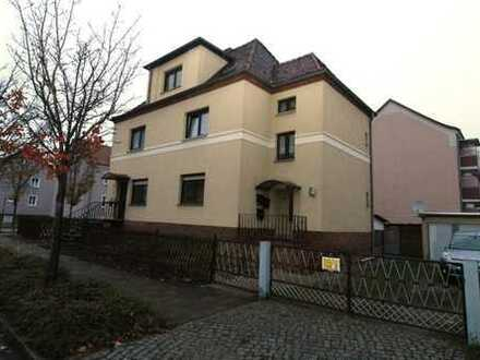3- Zimmerwohnung mit separatem Eingangsbereich+Garagenstellplatz+Gartenanteil+Bad mit Badewanne