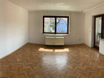 Schöne gepflegte 4-Zimmer-Wohnung mit Balkon und EBK in Großrinderfeld-Gerchsheim
