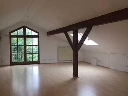 Schöne helle DG-Wohnung in Oberhaching