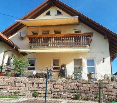Neuwertige 4-Zimmer-DG-Wohnung mit Balkon in Weyher in der Pfalz