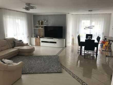 Gehobene, geräumige und gepflegte 4-Zimmer-EG-Wohnung mit Terrasse, Balkone und EBK in Meßkirch
