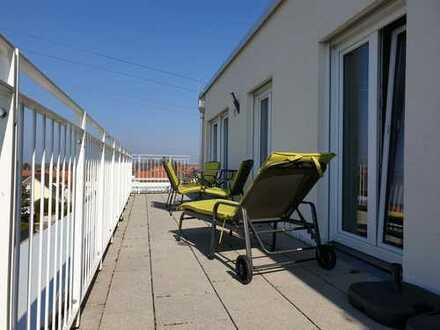 Kurzfristig frei : neuwertige 3-Zimmer-Wohnung mit schöner Dachterrasse und TG-Stellplatz inklusive