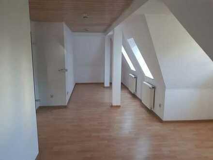 Schöne 2-Zimmer Dachgeschoss-Wohnung in zentraler Lage in Feuerbach