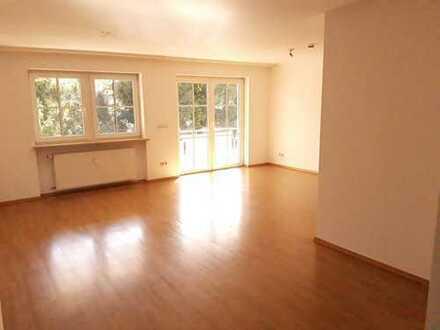 großzügige 3 Zimmer Wohnung mit Süd-Balkon u. Garage