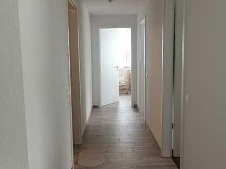 Neuwertige 3-Zimmer-Terrassenwohnung mit Balkon und EBK in Böblingen