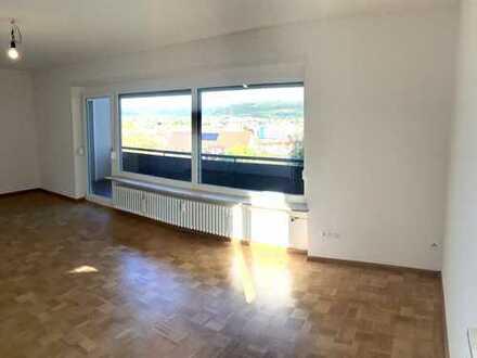 Frisch renovierte 3-Zimmer Wohnung, großzügig geschnitten am Tüllinger Berg