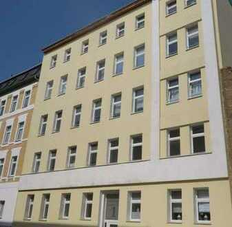 Schöne 3 Zi-Wohnung mit off. Küche, Duschbad, Venylboden in der östl. Innenstadt
