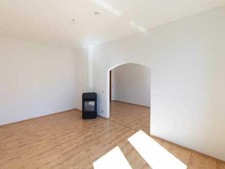Gepflegte/Sonnige 3-Raum-Wohnung mit Einbauküche in Hof