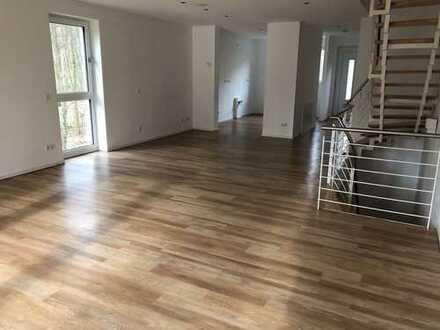 Wohnen am Wald - modernes Stadthaus für die Familie