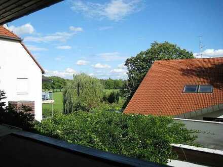 Zentral: (Möbliertes) Zimmer mit großem Balkon mit Blick ins Grüne in Fürth