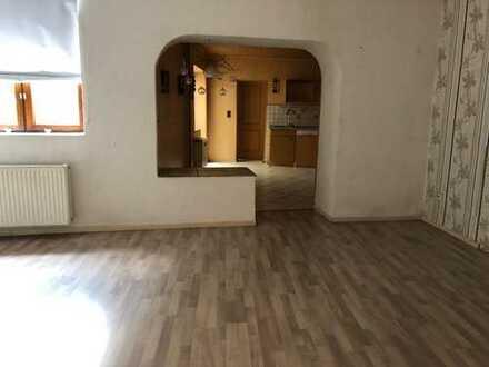 Große 4 Zimmer-Wohnung mit großem Garten !