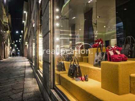 freistehende Einzelhandelsfläche/Showroom in guter Sichtlage - Außenstellplätze