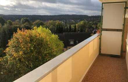 Erstbezug nach Sanierung mit Balkon: freundliche 4-Zimmer-Wohnung in Essen