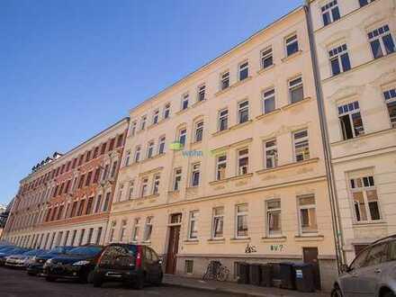 Schleußig: Tolle, großzügige 3 Zimmer Wohnung, Balkon, Parkett, Tageslichtbad mit Badewanne