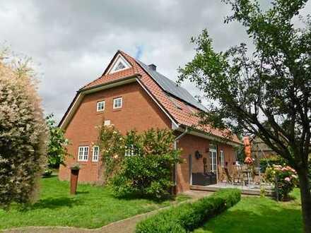 Elsfleth-Neuenbrook: Neuwertiges EFH mit großzügigen Nebengebäuden, Obj. 4783