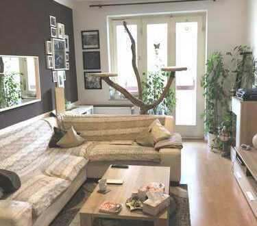 ***Modernisierte Wohnung mit neuen Böden & Tapeten, Ostbalkon, Wohnküche und Duschbad mit Fenster***
