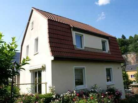 Stilvolles, ansaniertes Einfamilienhaus für 2-3 Personen mit schönem Garten in ruhiger Lage