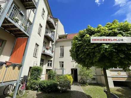 IMMOBERLIN.DE - Sehr angenehme vermietete Altbauwohnung mit Südterrasse
