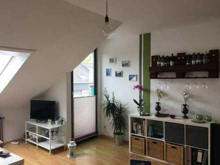 Freundliche 2 Zimmer-Dachgeschosswohnung mit Balkon und EBK in Oldenburg, Eversten