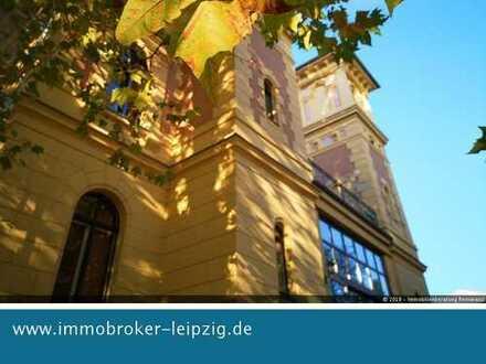 Villa mit Flusslage im Herzen Schelußigs: 2- Raum Wohnung mit Parkett sucht neue Mieter! ab 01.12.