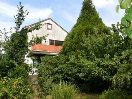 Klassisches Zweifamilienhaus mit herrlich grünem Garten **RESERVIERT**