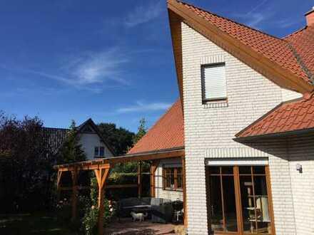 Freistehendes gepflegtes Einfamilienhaus nahe Oldenburg (Wüsting) mit Garten