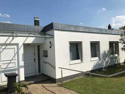 Gepflegtes, neu renoviertes Reihenmittelhaus im Bunglowstil, D-Programm Amberg