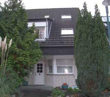 Gepflegte Doppelhaushälfte in ruhiger Lage zu Vermieten.