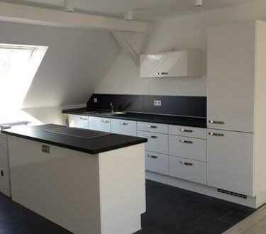 Top Wohnung mit Einbauküche und Garten