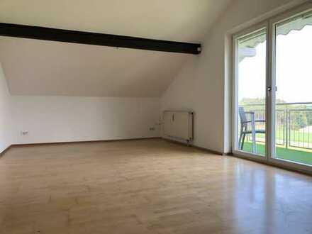 Neuwertige 2-Zimmer-DG-Wohnung mit Balkon und Einbauküche in Söchtenau