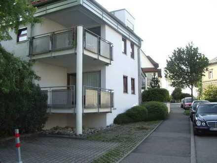 Stilvolle, gepflegte 2,5-Zimmer-Erdgeschosswohnung mit Balkon und Einbauküche in Herrenberg,