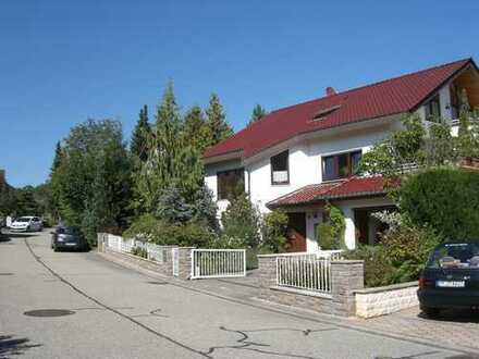 2,5-Zimmer-Wohnung mit separatem Eingang, Terrasse und Einbauküche in Tiefenbronn