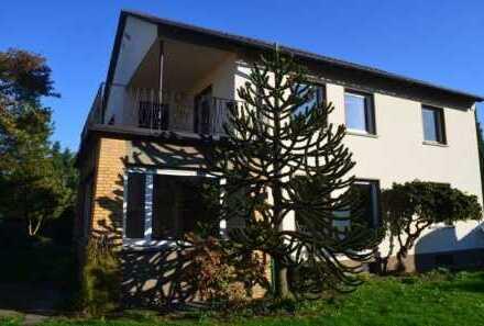 Großzügiges Wohnhaus mit großem Garten, Nebengebäuden und Garage in ruhiger und bevorzugter Wohnlage