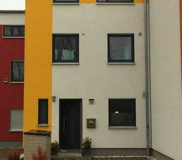 Voll möbliert, Reihenmittelhaus in Berlin, Friedrichsfelde (Lichtenberg)