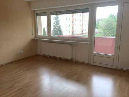 Schwetzingen: Helle 2 Zimmer-Wohnung mit Garage