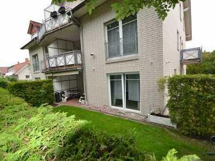 Sehr gepflegte Erdgeschosswohnung mit Vorgarten und überdachter Terrasse.