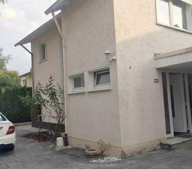 Bonner Wohnidyll auf großem Grundstück: Einfamilienhaus in ruhiger City-Lage
