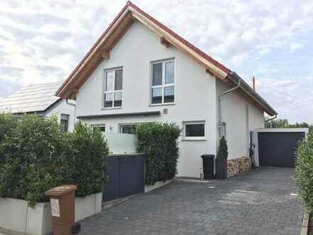 Attraktives, modernes und freistehendes Einfamilienhaus mit Garage - ideal für Familien!