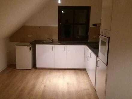 ansprechende 2-Zimmer-DG-Wohnung mit Einbauküche in Schwandorf