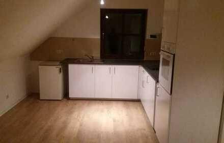 Erstbezug nach Sanierung: ansprechende 2-Zimmer-DG-Wohnung mit Einbauküche in Schwandorf
