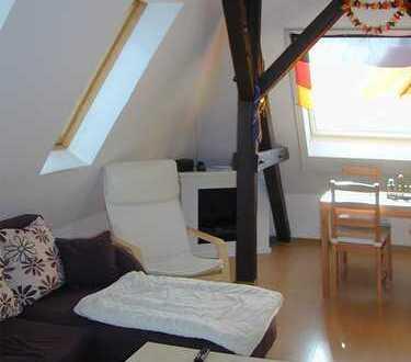 schicke kleine Dachgeschosswohnung, mit Gartennutzung