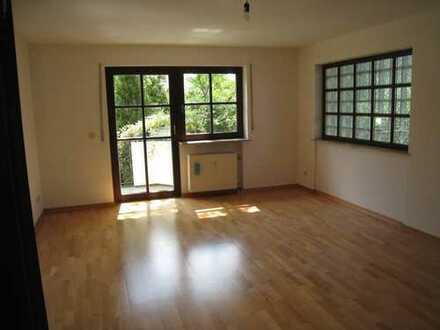 Gepflegte 2-Zimmer-Wohnung mit Balkon und EBK in München-Obersendling