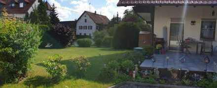 Erdgeschosswohnung in Zweifamilienhaus, mit Süd-Terrasse und Garten!