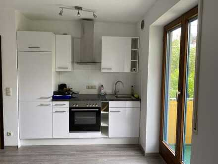 Geschmackvolle 1-Raum-Wohnung mit Balkon und Einbauküche in Augsburg