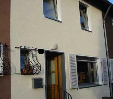 Schönes Haus mit schönem Garten und vier Zimmern in Refrath, Bergisch Gladbach