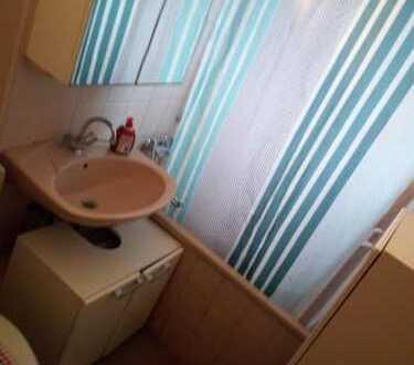 Zimmer in Köln Riehl zu vermieten. Möblierte Gemeinschaftsräume: Wohnzimmer, Küche, Bad. Alles Inklu