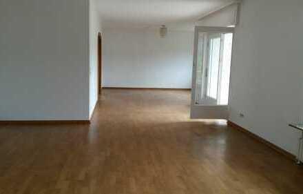 Große 3-Zimmer-Wohnung für 2 Personen von privat in Hofheim-Lorsbach