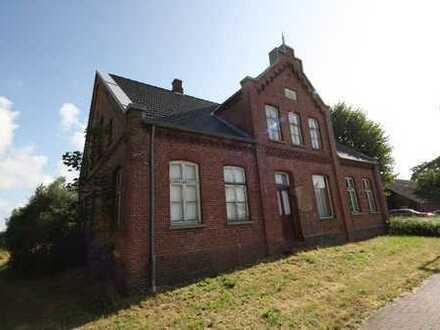 historisches Wohn- und Geschäftshaus in der Nähe von Weener