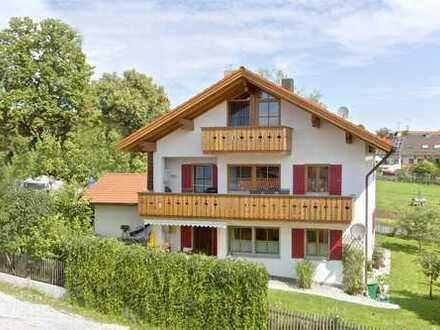 Schöne 120 m Wohnung in rep. 2-familen Haus mit Garten